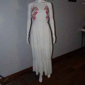 Time and Tru Embroidered Maxi Dress Sz M 8/10